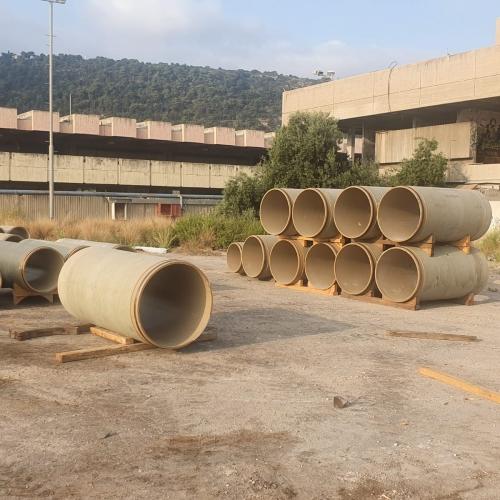 סידור צינורות על משטחי עץ1.